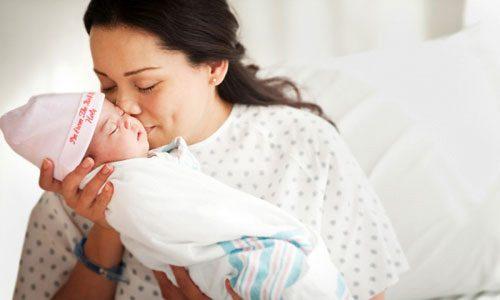Hỗ trợ phát triển thể chất cho cả mẹ và bé sau sinh