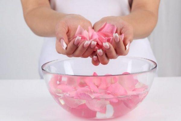 Nước hoa hồng có rất nhiều công dụng | Nước hoa hồng có rất nhiều công dụng