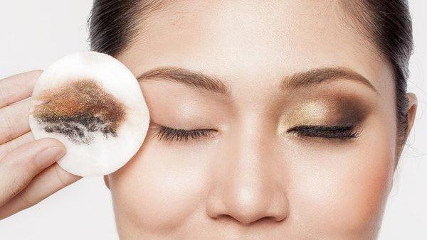 Cần sử dụng nước tẩy trang để làm sạch và bảo vệ da | Cần sử dụng nước tẩy trang để làm sạch và bảo vệ da