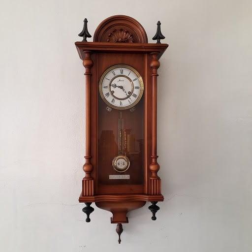 Đồng hồ cổ treo tường mang hơi thở vô cùng cổ kính 1